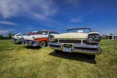 Vue de face étonnante de rétros voitures élégantes de vintage classique Images stock