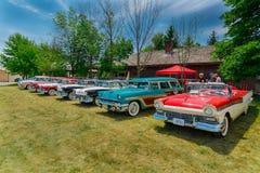 Vue de face étonnante magnifique renversante de rétros voitures de vintage classique Image stock
