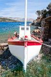 Vue de face au petit bateau de pêche Images libres de droits