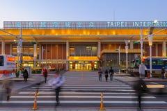 Vue de face d'aéroport de songshan la nuit Photographie stock