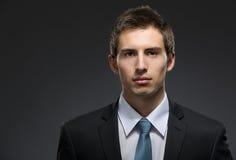 Vue de face d'homme plein d'assurance d'affaires Photo stock