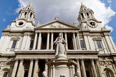 Vue de face de cathédrale de rue Paul Images libres de droits