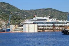 Vue de face de l'épave de Costa Concordia le 19 juillet 2014 en île de Giglio, Italie Photo stock