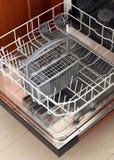 Vue de face de lave-vaisselle vide Images libres de droits