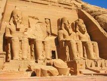 Vue de face de temple du Roi Ramses II images libres de droits