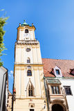 Vue de face de vieux hôtel de ville tour à Bratislava Image libre de droits