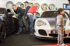 Vue de face de voiture tunned de Porsche 911 sur le salon automobile de Belgrade Photographie stock libre de droits
