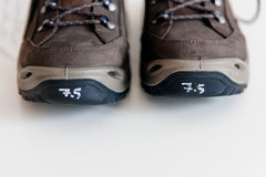 Vue de face des bottes de montagne Photo stock
