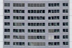 Vue de face de l'immeuble de bureaux Photos libres de droits