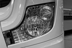 Vue de face des phares modernes et brillants Image stock