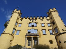 Vue de face du château grand de Hohenschwangau Photos libres de droits