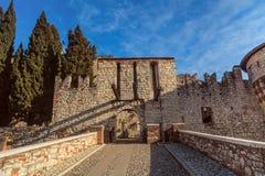 Vue de face de l'entrée intérieure de château de Brescia Photo stock