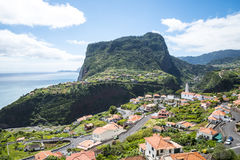 Vue de Faial et de la roche de guia ou d'aigle de  de Penha de Ã, Madère, Portugal Image stock