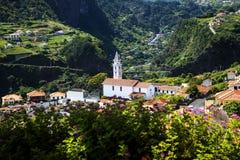 Vue de Faial et de la roche de guia ou d'aigle de  de Penha de Ã, Madère, Portugal Photo stock
