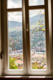 Vue de fenêtre d'horizon de Sarajevo photos stock