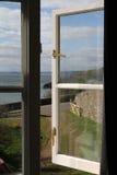 Vue de fenêtre de crique d'espoir en Devon Photo libre de droits