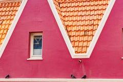 Vue de fenêtre - de vieilles vues de Punda Curaçao de bâtiments image libre de droits