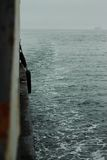 Vue de ferry-boat transportant des passagers sur la mer japonaise Photographie stock libre de droits