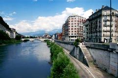 Vue de fleuve d'Isere à Grenoble France Image stock