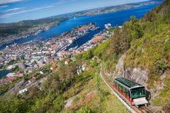 Vue de Floyen avec l'ascenseur en Bergen Norway photographie stock