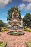 Vue de fontaine de jardin de monastère de Kopan à Katmandou Photo libre de droits