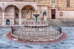 Vue de Fontana Maggiore, fontaine médiévale scénique à Pérouse, I Photographie stock libre de droits