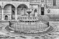 Vue de Fontana Maggiore, fontaine médiévale scénique à Pérouse, I Image stock