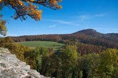 Vue de forêt du mur du château de Dorneck Images libres de droits