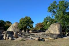 Vue de formation de roche de Beglik Tash, Bulgarie Photographie stock libre de droits