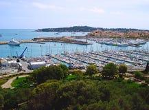 Vue de fort Carre au port Photographie stock