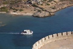 Vue de forteresse de Spinalonga en Crète près d'Elounda La Grèce Photos stock