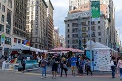 Vue de général en valeur la place à la 5ème avenue, Manhattan, NYC Image libre de droits