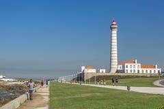 Vue de Geral à l'avenue marginale centrale avec un phare, architecture portugaise typique, avec les détails et le fram très parti photographie stock