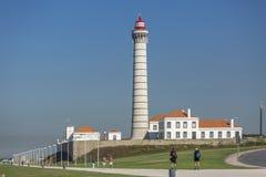 Vue de Geral à l'avenue marginale centrale avec un phare, architecture portugaise typique, avec les détails et le fram très parti image stock
