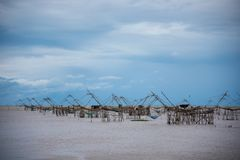 Vue de grande épuisette carrée au lac de pakpra dans le phatthalung au sud de la Thaïlande image stock