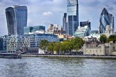 Vue de gratte-ciel de ville de Londres au-dessus de la Tamise Image libre de droits