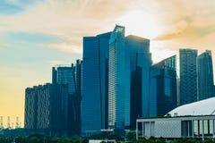 Vue de gratte-ciel moderne de bâtiments au district des affaires contre Photographie stock libre de droits