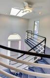 Vue de hall d'entrée d'escalier en spirale image stock