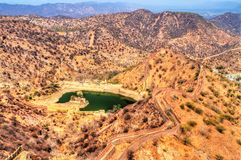 Vue de Hanuman Sagar Lake et fortifications d'Amer Jaipur, Inde Photo libre de droits