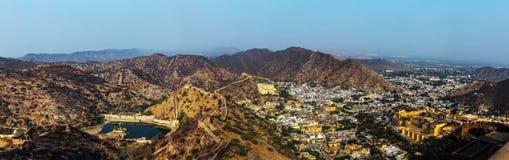 Vue de Hanuman Sagar Lake et fortifications d'Amer Jaipur, Inde Photographie stock