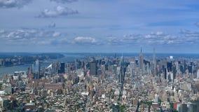 Vue de haut niveau de Midtown Manhattan et d'Empire State Building banque de vidéos