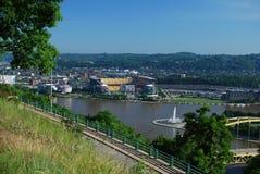 Vue de Heinz Field et de trois rivières à Pittsburgh Image libre de droits