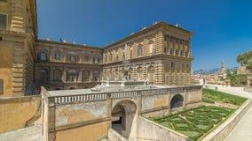 Vue de jardin de Boboli avec la façade arrière du hyperlapse de timelapse de Palazzo Pitti banque de vidéos