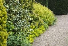 Vue de jardin, chemin de gravier Image stock