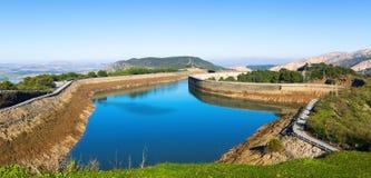 Vue de jour des réservoirs de Guadalhorce-Guadalteba Photos libres de droits
