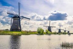 Vue de Kinderdijk, un parc avec les moulins à vent néerlandais Photos stock