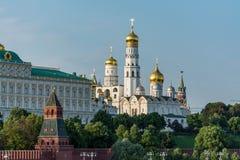 Vue de Kremlin avec le pont patriarcal image libre de droits