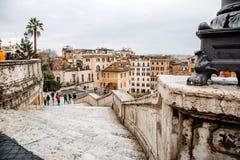 Vue de l'église du dei Monti de Trinita à l'Espagnol Steps Piazza di Spagna Images libres de droits