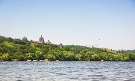 Vue de l'île de Khortytsya de la rivière de Dnieper Image libre de droits