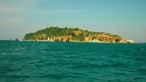 Vue de l'île de la mer Navigation après l'île clips vidéos